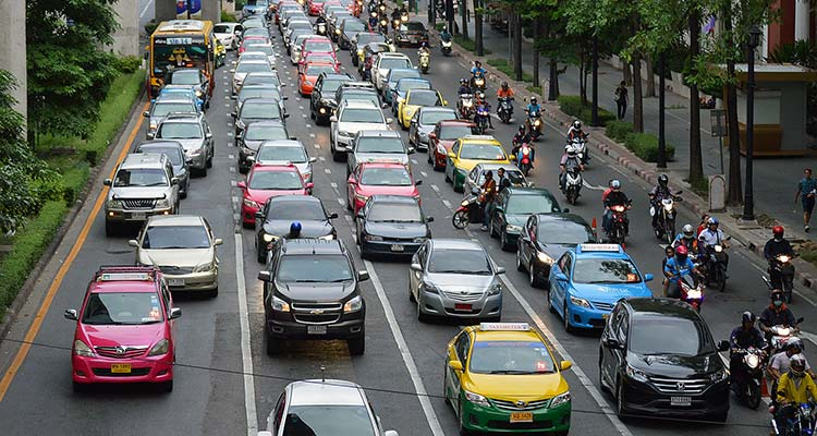 Cut-off town suffers '90% traffic jam'